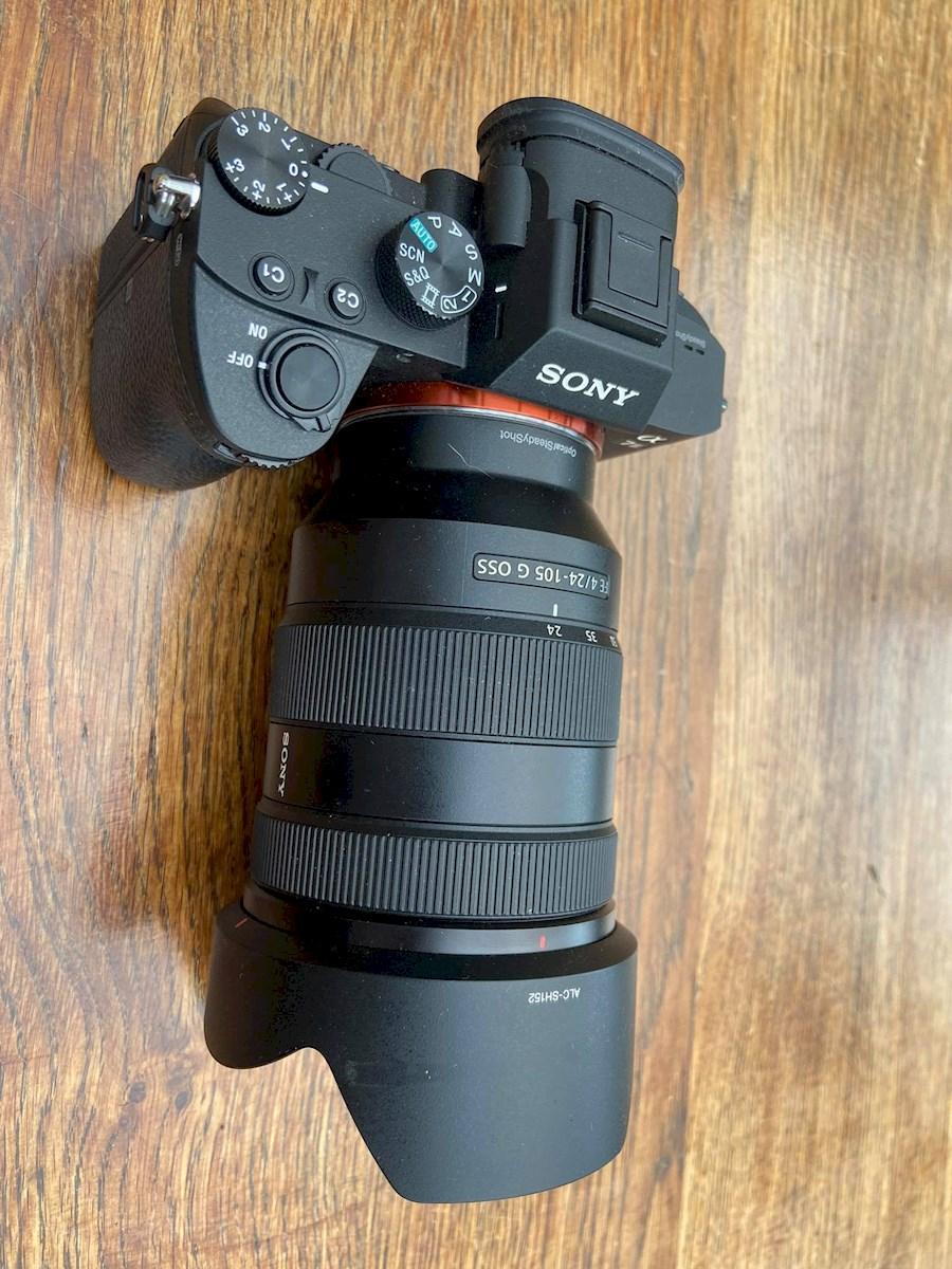 Huur een SONY A7III + Sony Zeiss 24-105mm F4 in Saint-Gilles van Louis