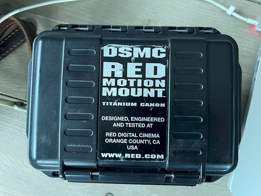 Rent a DSMC RED Motion Mount Titanium Canon in Groningen from Eric