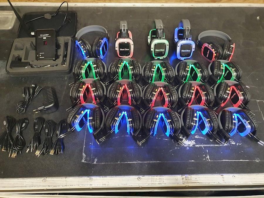 Rent a Silent disco set 20 koptelefoons. 1 zender op batterij en bluetooth in Utrecht from Nick