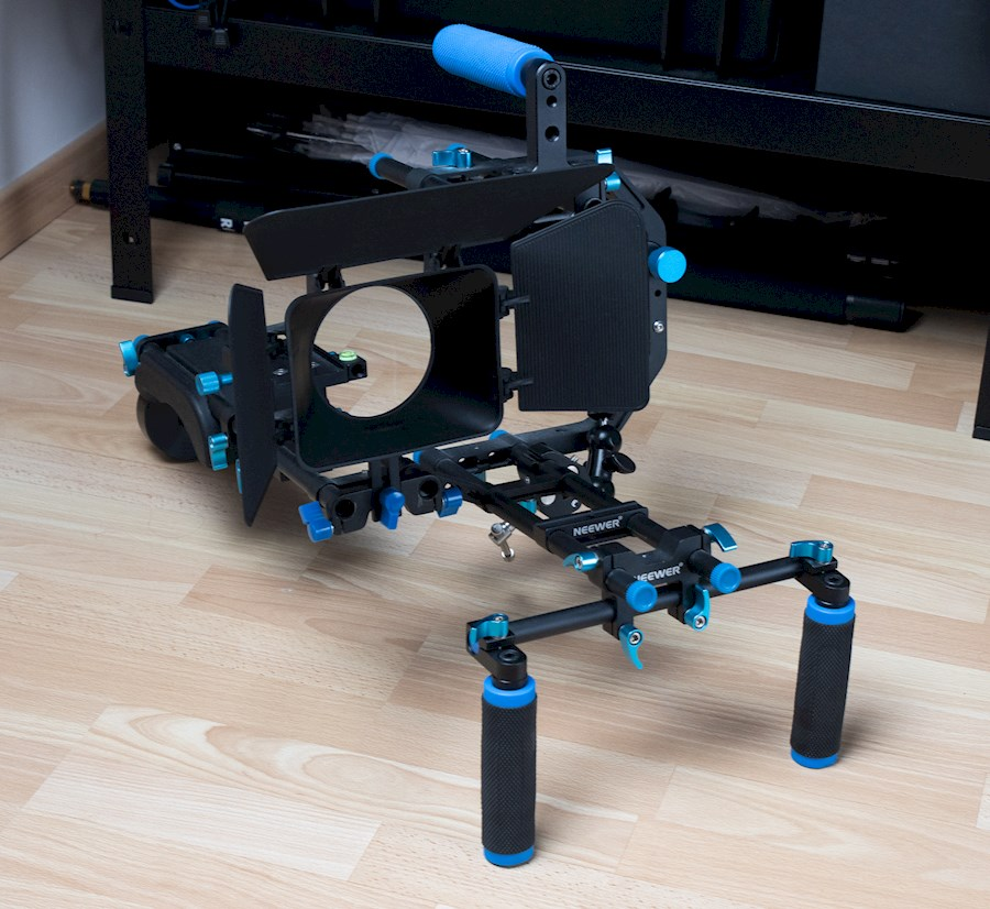 Rent Neewer shoulder mount from Cypers, Wouter